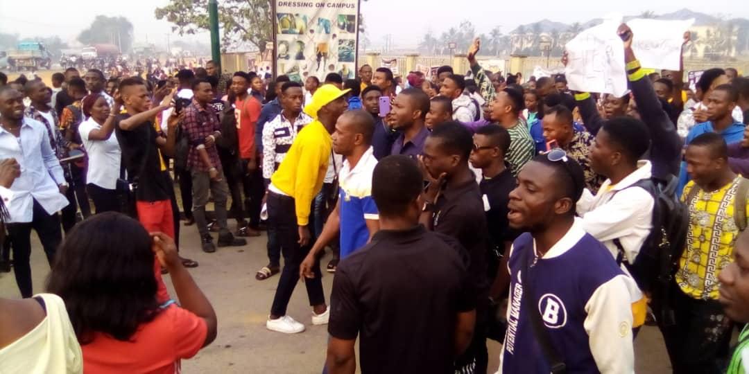 BREAKING: Students shut Delta poly, block Ughelli/Asaba Expressway
